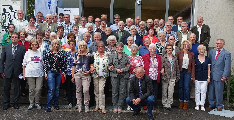 Die Geehrten des TSV Ellwangen, die für ihr zum Teil jahrezehntelanges Engangement im Verein ausgezeichnet wurden. Foto: Hariolf Fink